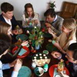 Groep mensen eet djar