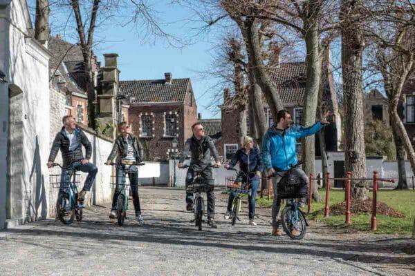 Begijnhof-met-de-fiets