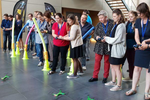 Drone race teamwork (2)