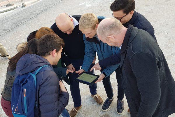 groep rond iPad