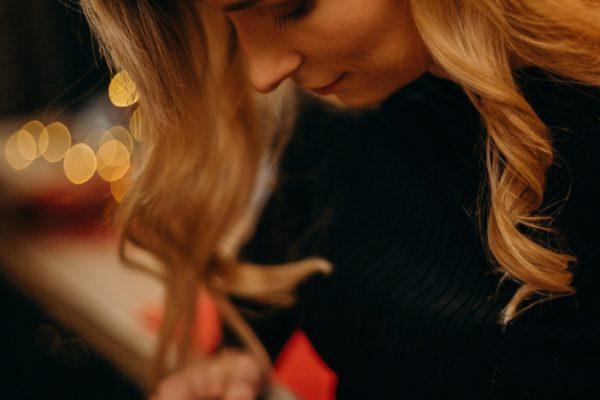 close-up-photo-of-woman-playing-ukulele-3171714